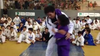Amanda Nunes dá demonstração de luta em evento