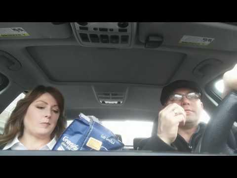 Obnoxious Traveling Vegan (w/PT Vegetarian), Christmas Pants, GF Snacks, and Customer Service