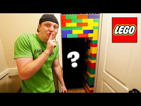 BUILDING A TOP SECRET HIDDEN LEGO HOUSE!