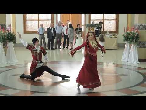 Beautiful dance (Azerbaijan) Lezginka indir