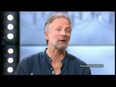 Jean-François Zygel introduce David Hykes on french TV (F2 - La boite à musique - 18/08/2011)