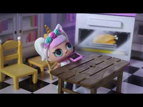 LOL SURPRISE DOLL Lily Does Her Chores Before Her Best Friend Comes Over!