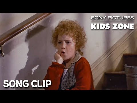 """annie-(1982):-""""it's-the-hard-knock-life""""-full-clip-