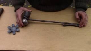 Кузнечный инструмент своими руками.Художественная ковка.(В этом видео я показываю кузнечный инструмент сделанный своими руками,самодельный инструмент.Из какого..., 2016-11-10T06:00:01.000Z)