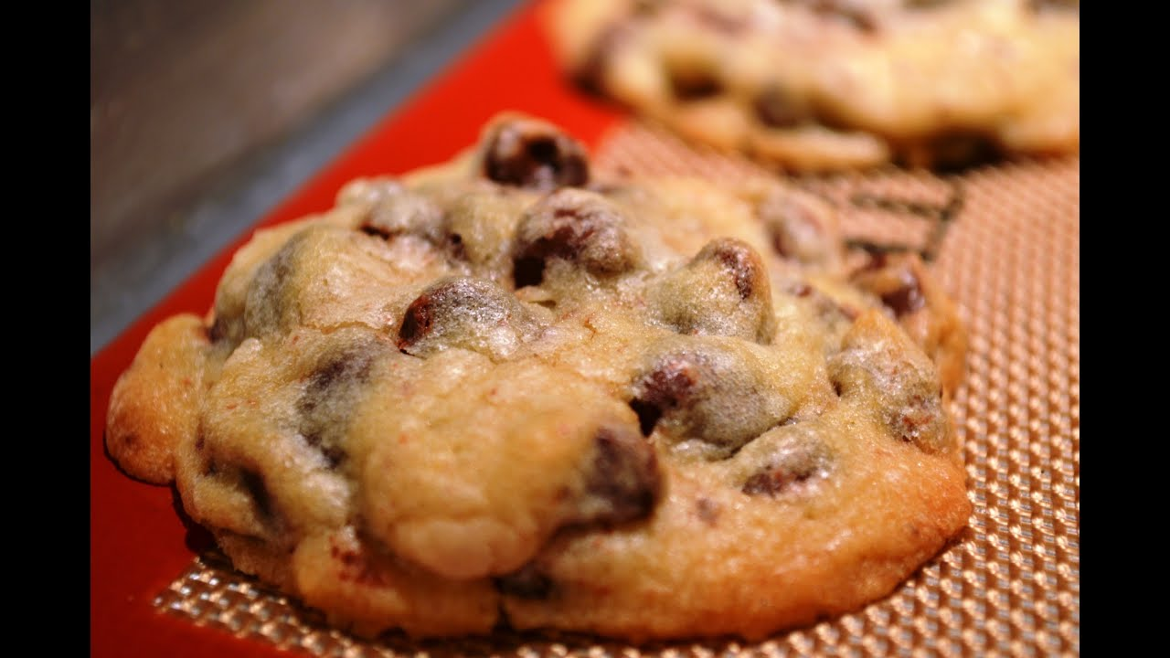 NESTLE TOLL HOUSE Chocolate Chip Cookies - YouTube