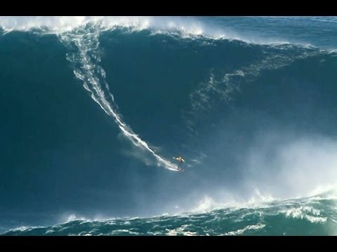 Surfer 80 ft wave portugal
