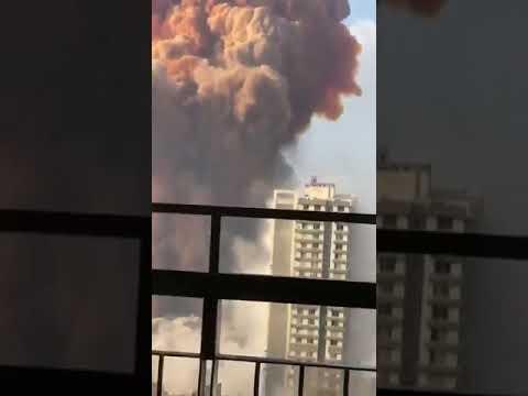 مشهد مروع..لحظة حدوث انفجار ضخم في مرفأ #بيروت خلف اضرار كبيرة وإصابات