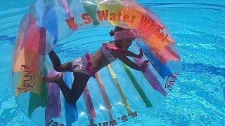 Новая игрушка колесо на воде.Игра в бассейне. Видео для детей. Игра для детей.🎈(Привет,меня зовут Элиф. Мне 4 года. Я очень люблю гулять,посещать новые интересные места,играть. На моем кана..., 2016-08-15T08:00:01.000Z)