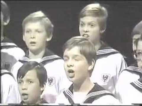 """""""O Tannenbaum"""" Vienna Boys Choir - Wiener Sängerknaben"""