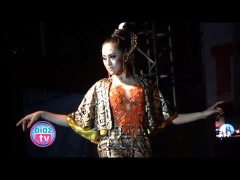 """spektakuler""...-fashion-show-""batik-arumi""-&-pidato-gokil-""arumi-bachsin""---bioz.tv"