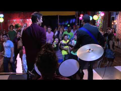 Broduey, León y Andrés cantan ¨Te fazer feliz¨ | Momento Musical | Violetta