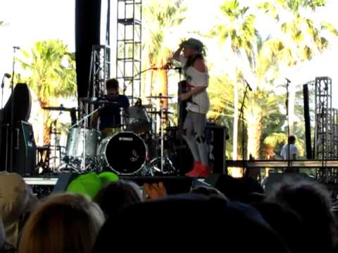 Ting Tings That's Not My Name live Coachella 2009 Katie White BEST QUALITY
