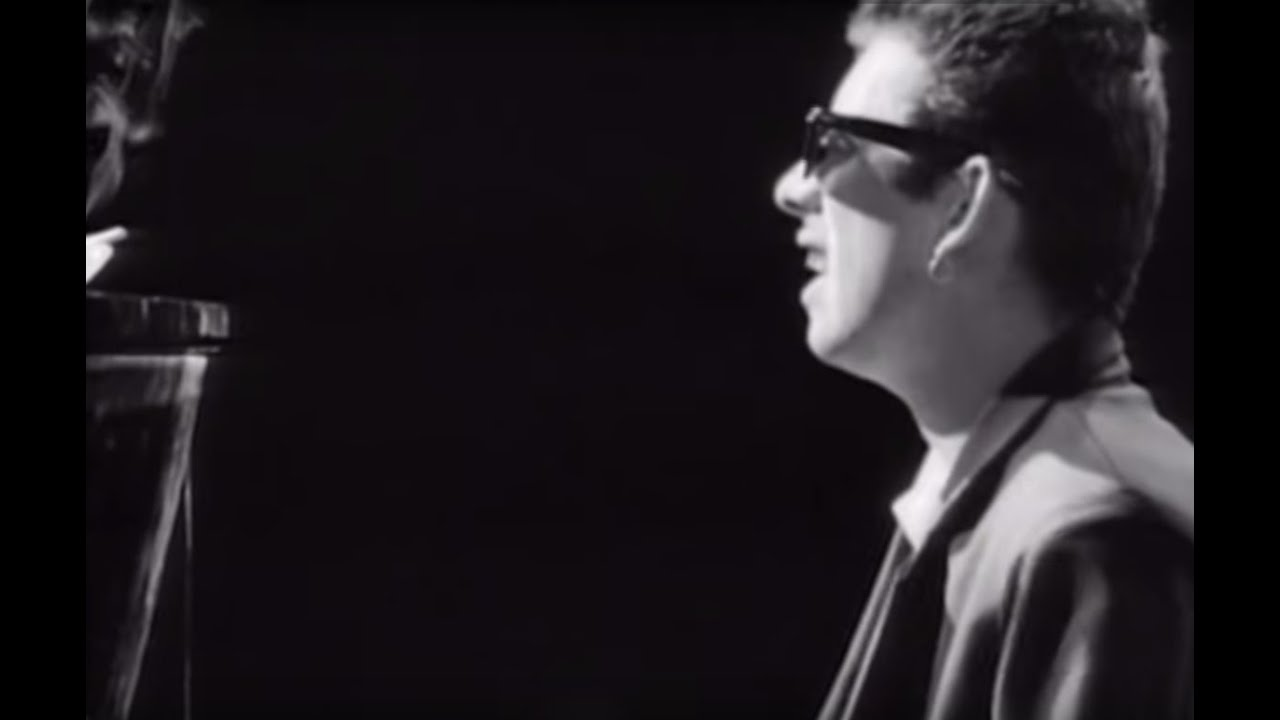The Pogues -  Fairytale Of New York (Official Video) - YouTube