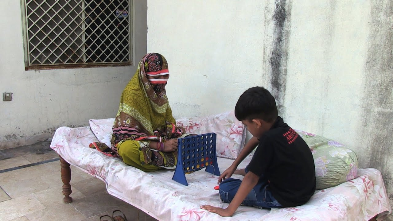 Pakistan: HIV passes to wife and son