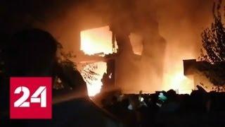 Момент крушения военного самолета в Пакистане сняли на видео - Россия 24