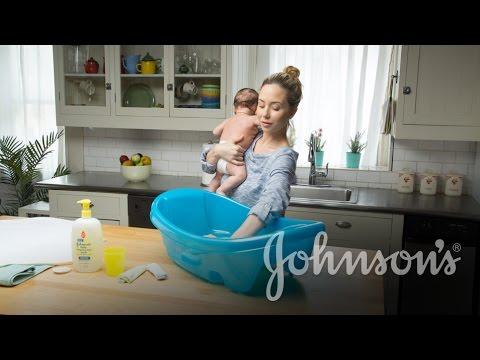 How to Test Baby Bath Temp | JOHNSON'S®