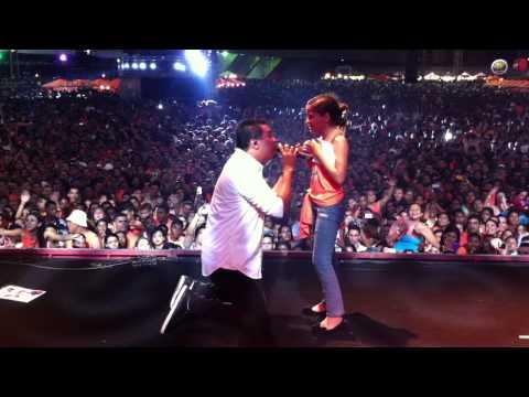 Bruno canta Me Olha nos Olhos para pequena fã