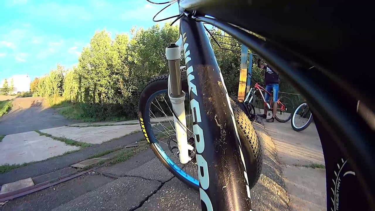 Как накачать колесо велосипеда - YouTube