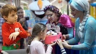 Mergem la zi de nastere la Jasmina Show   Ce cadou am cumparat? A venit  Elsa, Ana si Olaf  
