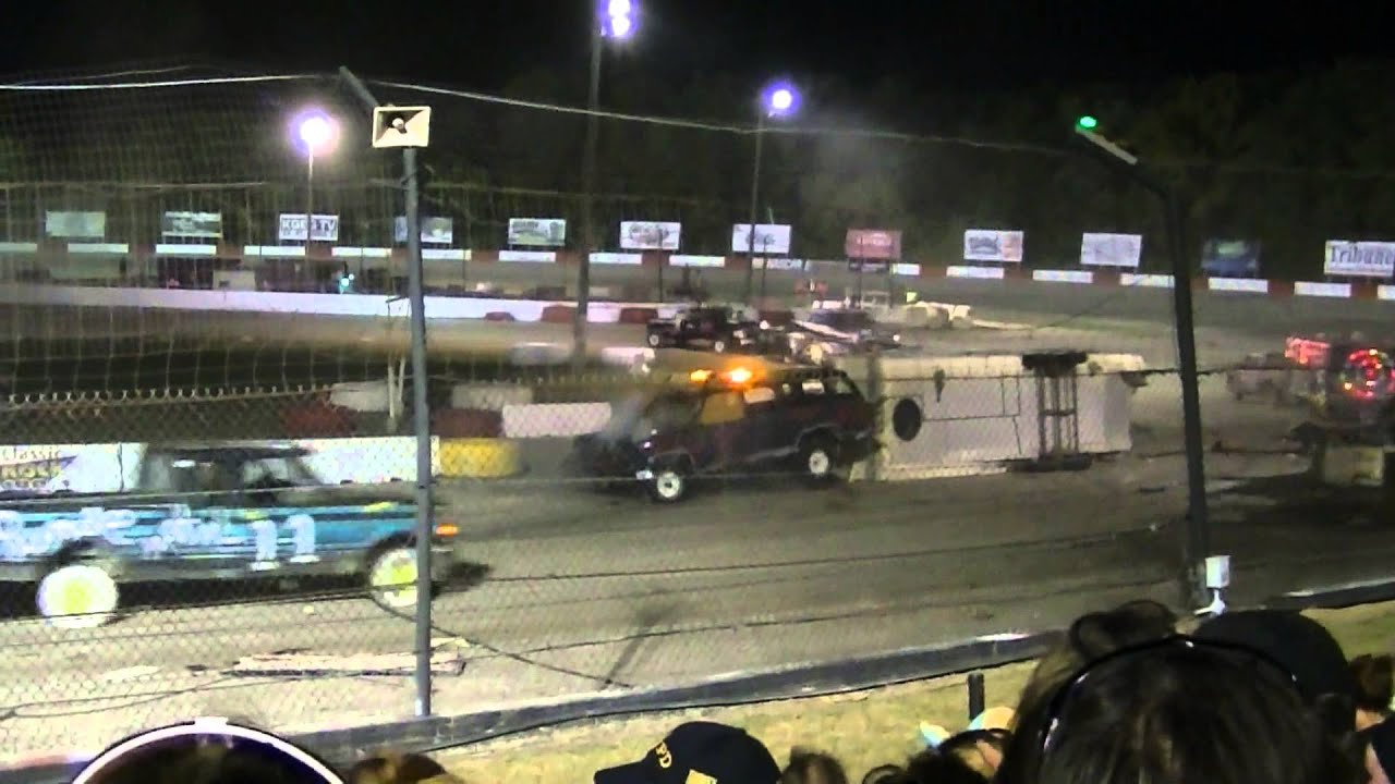 Trailer race of destruction 2013 West Salem Wi - YouTube