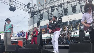 Simply Queen - Under Pressure (Kiss Kruise IX, with Justin Hawkins and Rufus Taylor of The Darkness)