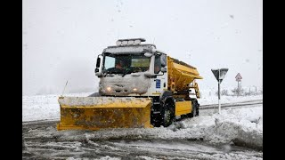 Heavy snow brings traffic chaos amid Met Office danger to life weather warnings
