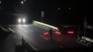 【速度超過】高速と間違える勘違い野郎を止めに決死の覚悟でライトセーバーを持った警察官が走る!