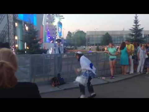 Jew dancing to Electro