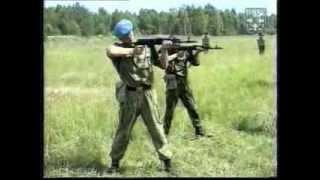 Обучение скоростной стрельбе из автомата по движущейся цели.