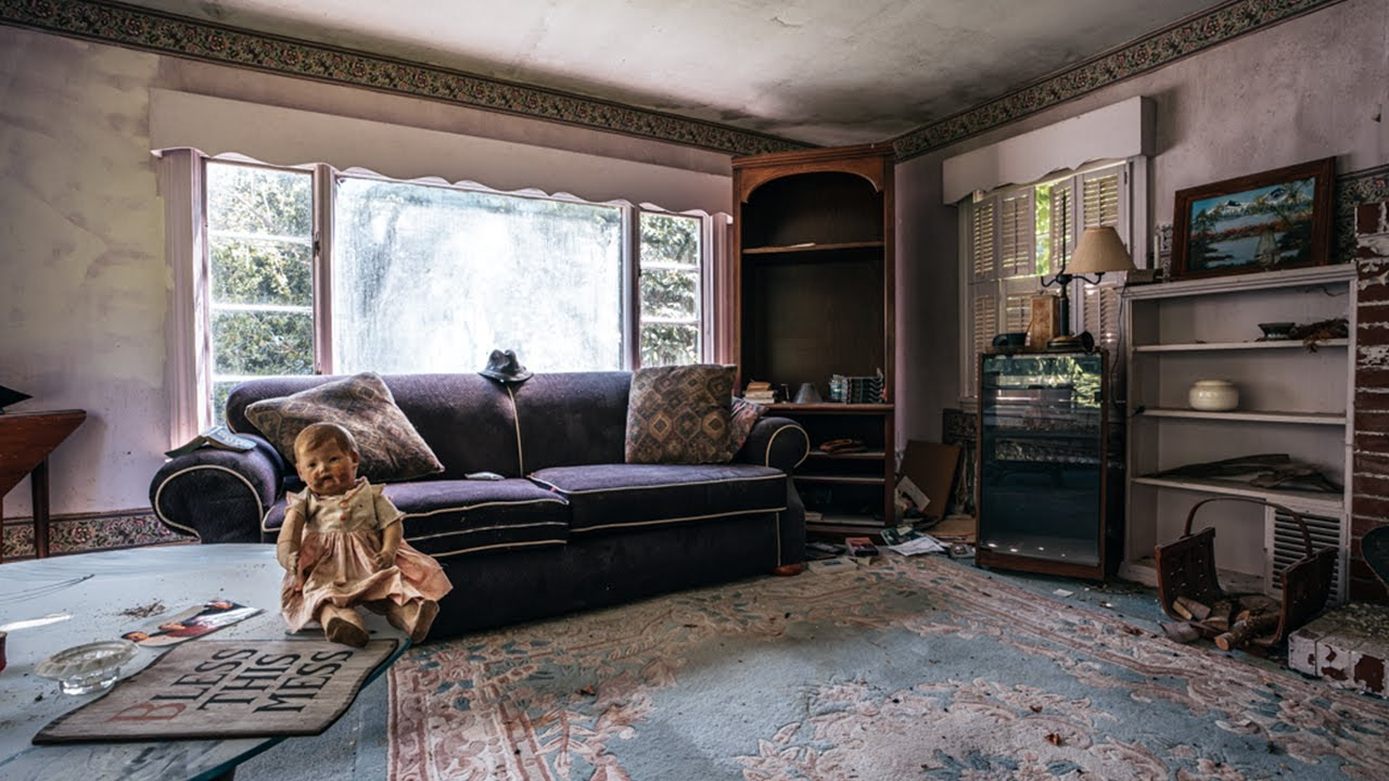 Download Abandoned Grandmothers House She Passed Away Inside And The Family Left Everything Behind