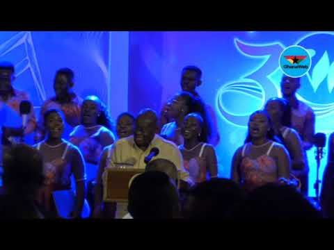 Akufo - Addo joins Winneba Youth Choir to sing 'Oye'