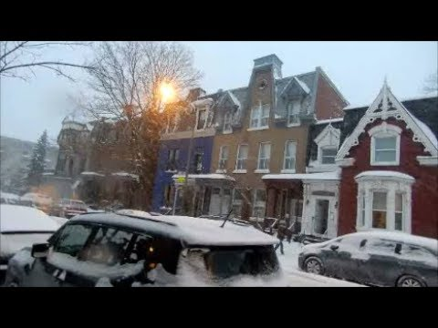 WALKING ST JACQUES STREET IN MONTREAL & SNOWING - 02-07-18