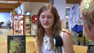Wezepse Elizabeth Visser signeert haar eerste boek