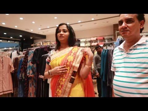 saas-aur-mummy-ko-diya-mother's-day-special-surprise---gold-&-saree-shopping-vlog