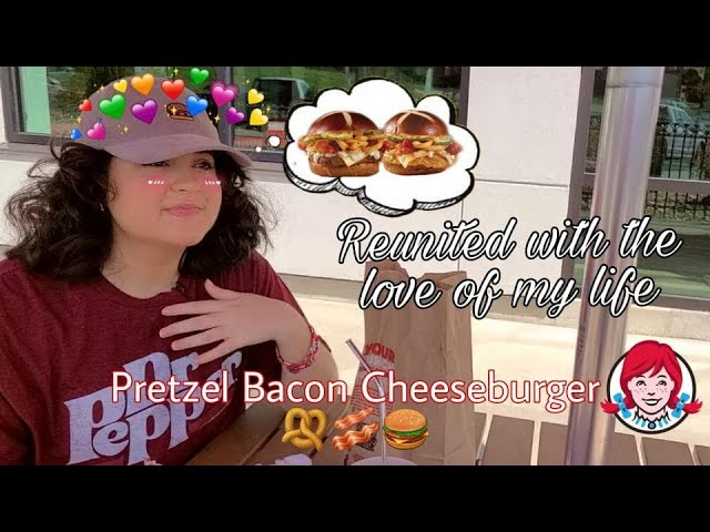 Wendy's NEW Pretzel Bacon Pub Cheeseburger & Chicken Sandwich🥨🥓🍔Food Review and Mukbang