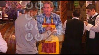 Ricardo Gareca y Edison Flores reciben sorpresivo homenaje en restaurante