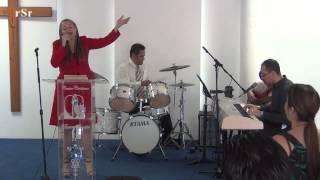 Al Que Me Ciñe De Poder ---  Hna. Criselly García
