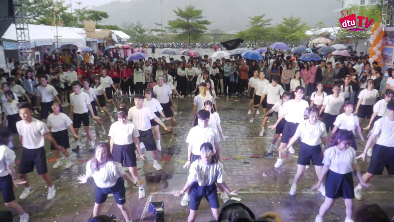 [dtuTV] Flashmob Khoa Quản trị Kinh doanh   Ngày hội Chào đón Tân Sinh viên K26 – ĐH Duy Tân