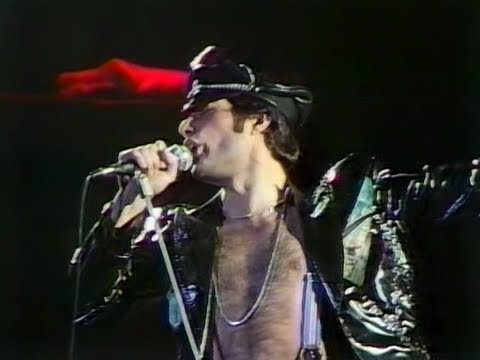 2. Let Me Entertain You - Queen Live in Tokyo 1979