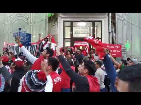 Смотреть La hinchada de Perú#9. Calle Nikolskaya cerca del metro Ploshchad Revolutsii. Moscú.13de junio2018 онлайн