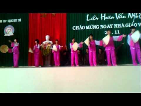 Múa Mưa trên quê hương 20-11 NK 2011-2012 Lớp 10B1 THPT Đặng Huy Trứ.FLV