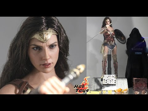 "First Look ! Hot Toys 1/6th Scale Justice League ""Wonder Woman"""