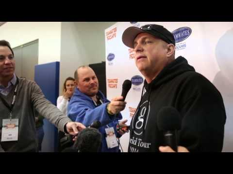 Garth Brooks visits basketball camp at UK