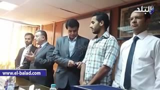 بالفيديو والصور.. الطلاب الكويتيين يكرمون رئيس جامعة بنها