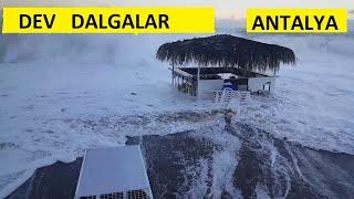 Dev dalgalar Konyaaltı Antalya