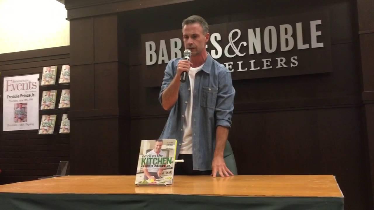 Freddie Prinze Jr At The Grove Barnes Noble Los Angeles June 9