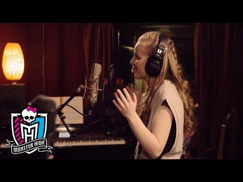 «Мы звёздочки» в исполнении главной победительницы конкурса Monster High – Таисии