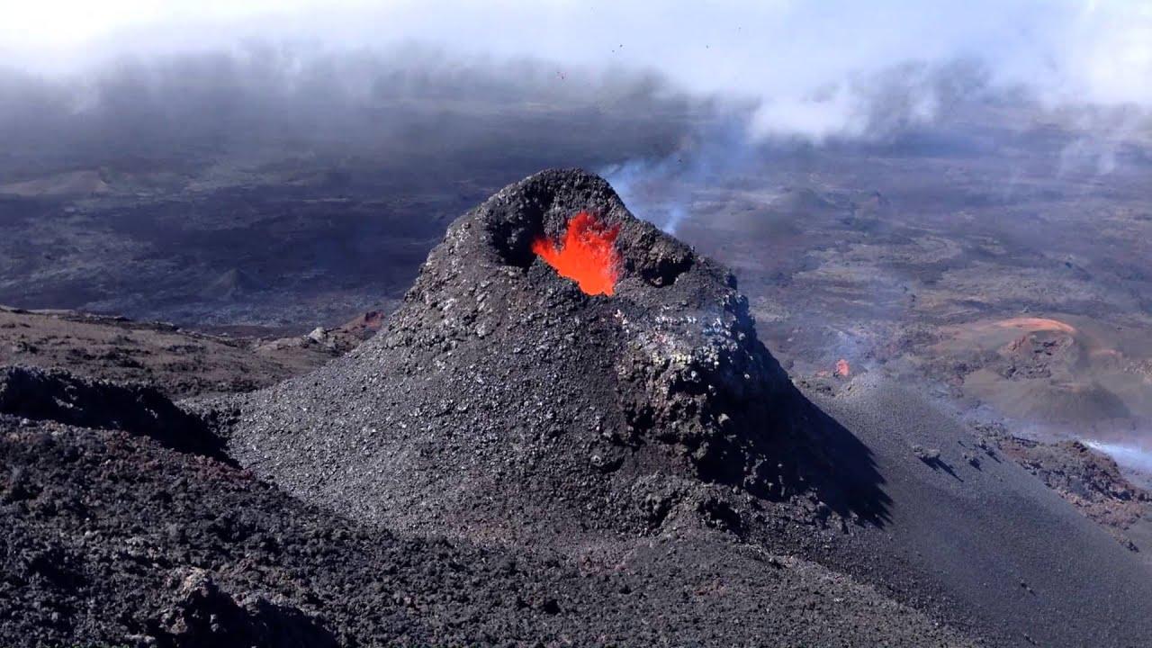 en direct je suis 5 m du crat re en ruption volcan du piton de la fournaise youtube. Black Bedroom Furniture Sets. Home Design Ideas