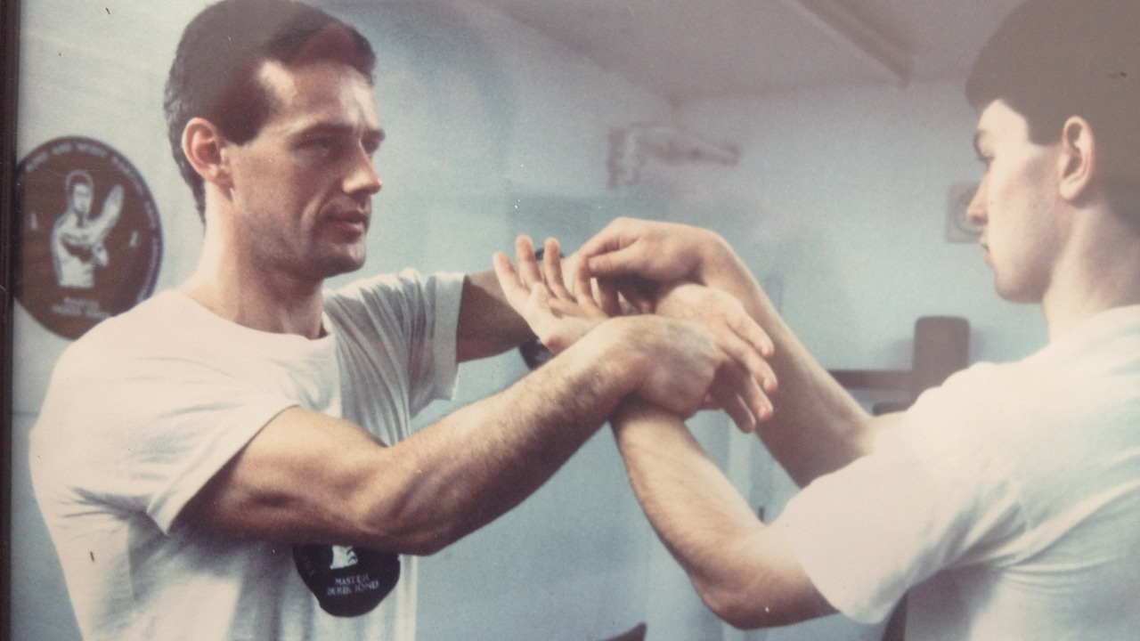 Wing Chun: Alan Orr – Kick punch throw submit