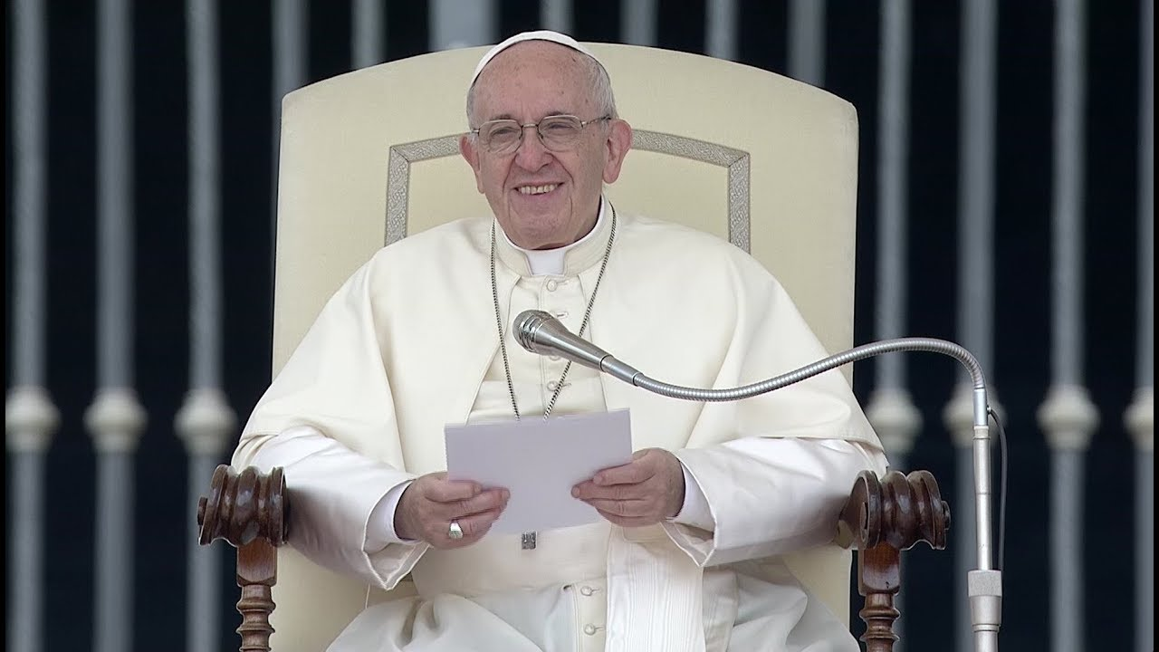 Download Pope explains meaning of baptismal waters on a Christians' identity